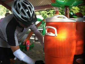 A Michigander rider fills up during the Hawaiian SAG stop.